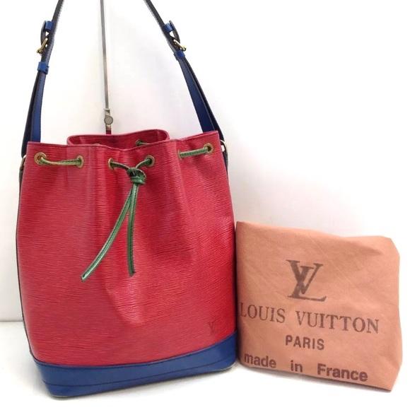 b8d0045ccecd Louis Vuitton Handbags - Auth Louis Vuitton Noe Buckle Shoulder Bag